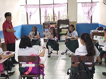 貧困地域にある学校(5~16歳)でキャリア教育を実施。