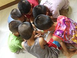 教員志望の学生たちを100時間程度のトレーニングをして派遣